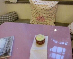 Kevin_and-Victorys_bakery_cupcake