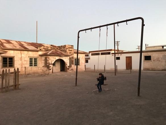 Humberstone - Il cortile davanti alla scuola