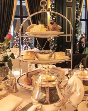 Afternoon tea at Domo, Edimburgo